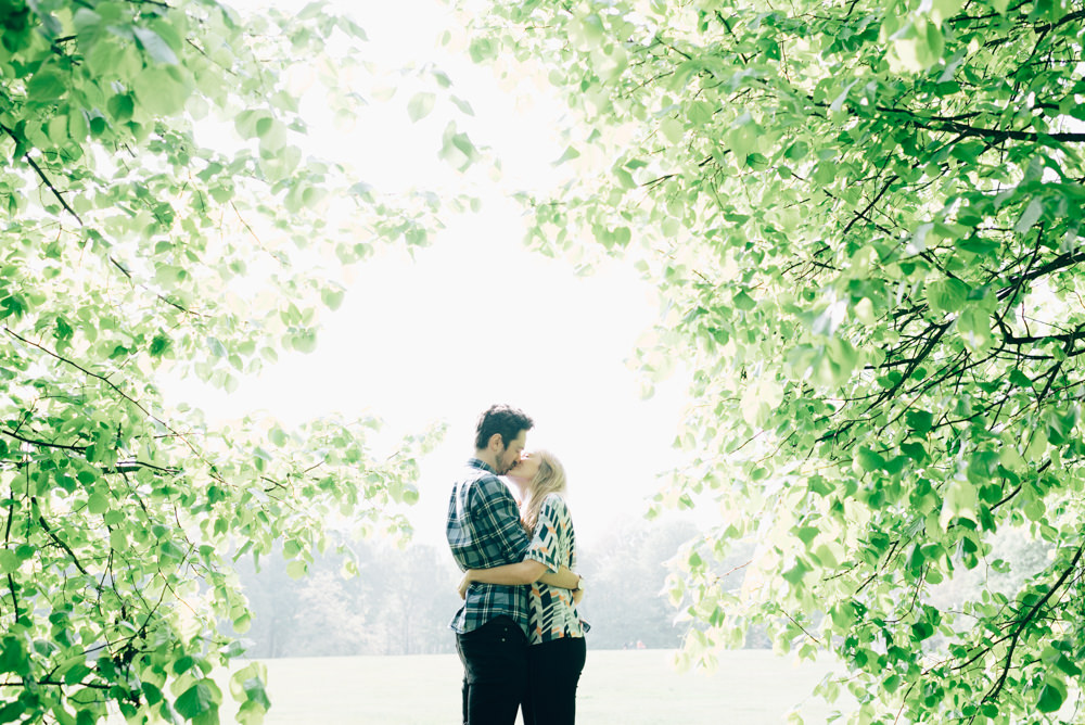engagement shoot couple in park