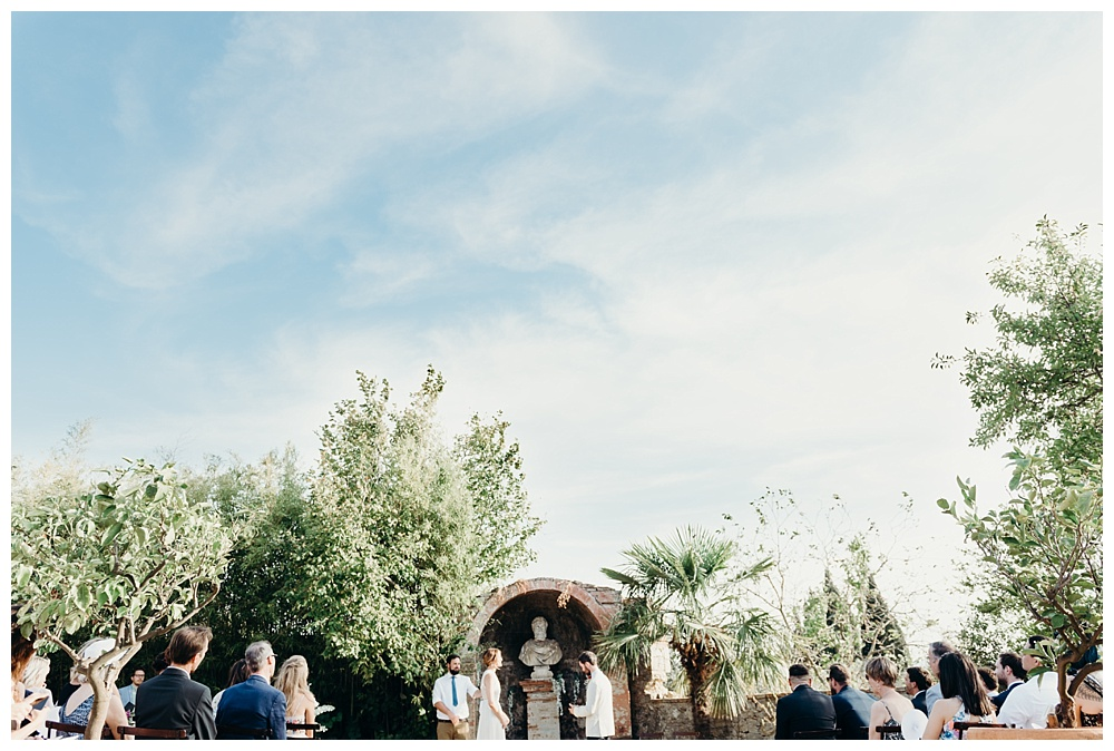 Outside wedding ceremony villa catignano wedding photography